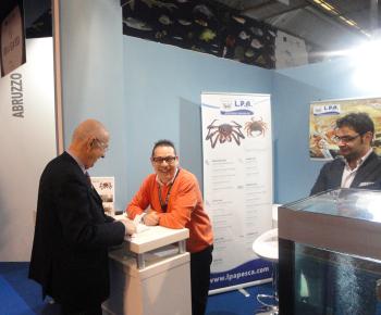 Lorenzo Fiorentin della rivista 'Il Pesce' visita lo stand